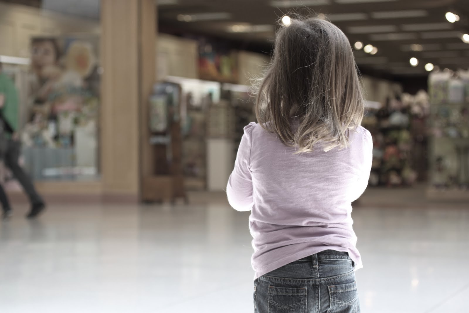 child lost in a mall Lost in the shopping mall this is an essay adapted from a primary 2 school student ===== on a bright and sunny day, jack and his mother went to a.